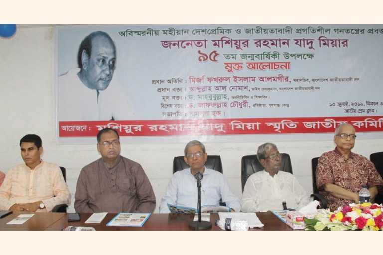 BNP書記長のMirza Fakhrul Islam Alamgirがディスカッションで講演