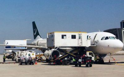 パキスタン、空域を再開