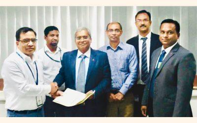 Md。Habibur Rahman(極端な左)、