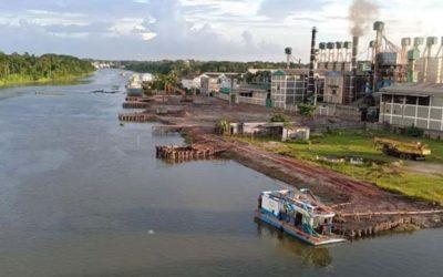 侵入者がバイラブ川を運河に変える