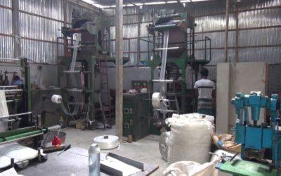 違法なポリエチレン工場が環境を汚染している